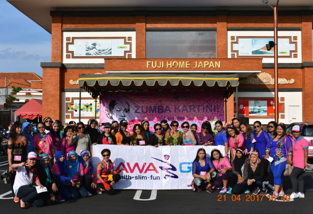 Kemeriahan-Zumba-Kartini-Hawa-Gym-2017-Foto-Bersama-Member