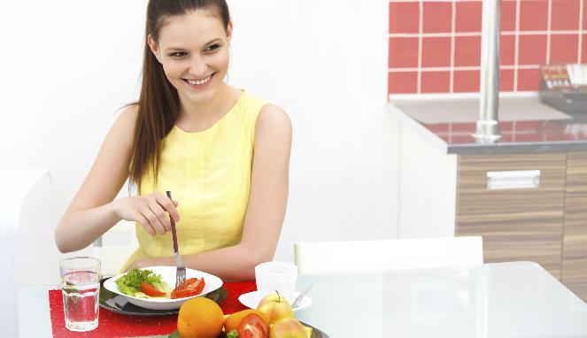 275849_ilustrasi-wanita-makanan-sehat_663_382