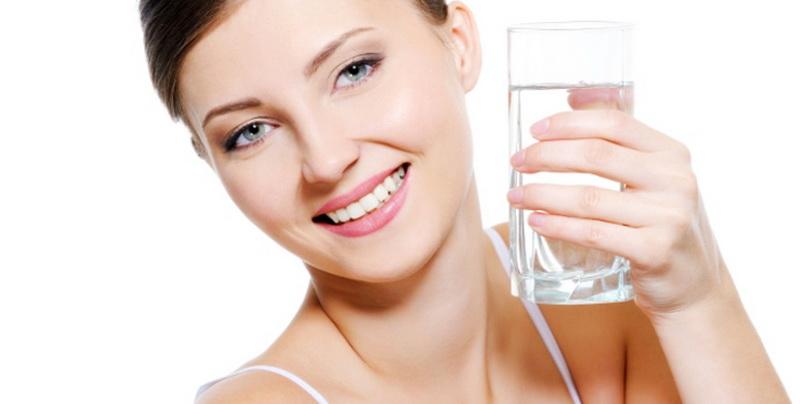 7-keajaiban-minum-air-putih-saat-perut-kosong-WAkaOMG6wH
