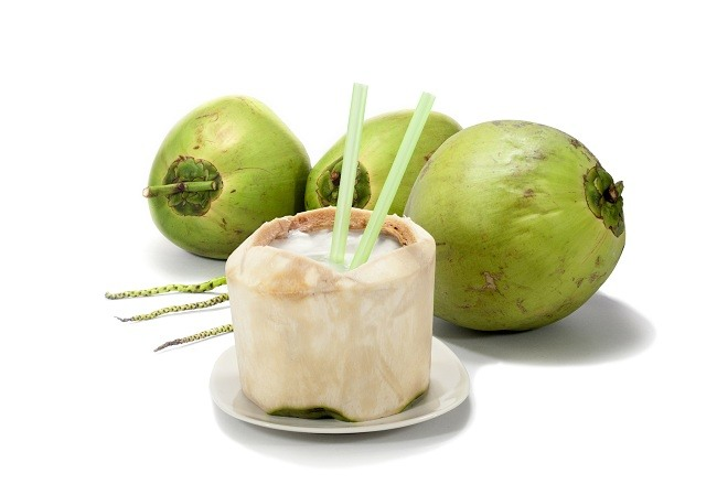 manfaat-air-kelapa-hijau-untuk-kesehatan-hawagym-indonesia