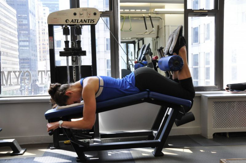 Lying-Leg-Curl-v.22-Step-2-side-view-New-York-City-personal-trainer